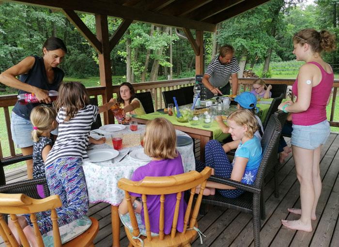 Mittagessen bei der Sommerreitwoche am Hammerwiesenhof